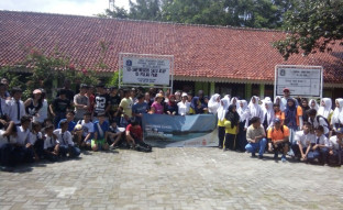 BERITA Singapore School Goes to Pari Island